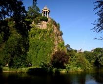 Walk in the Parc des Buttes Chaumont